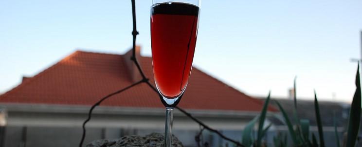 Фото с бокалом вина