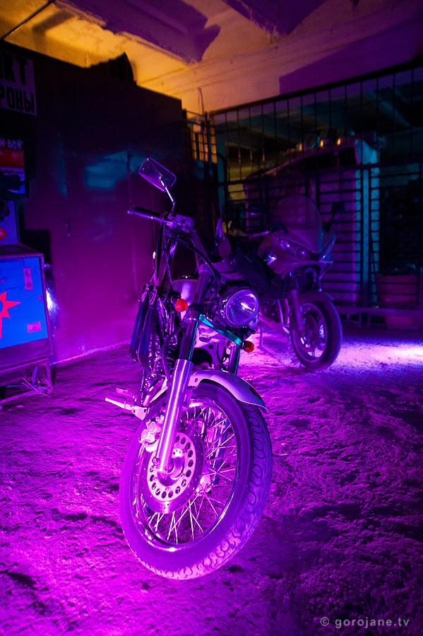 Станция М. Мотоциклы внутри