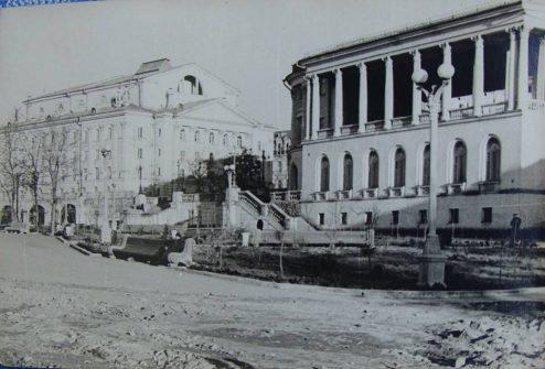 Театр и гостиница