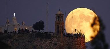 Супер Луна